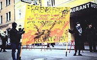"""199?: Demo """"Frauenbefreiung in jedem Land // der Funke wird zum Steppenbrand // Revolution"""""""